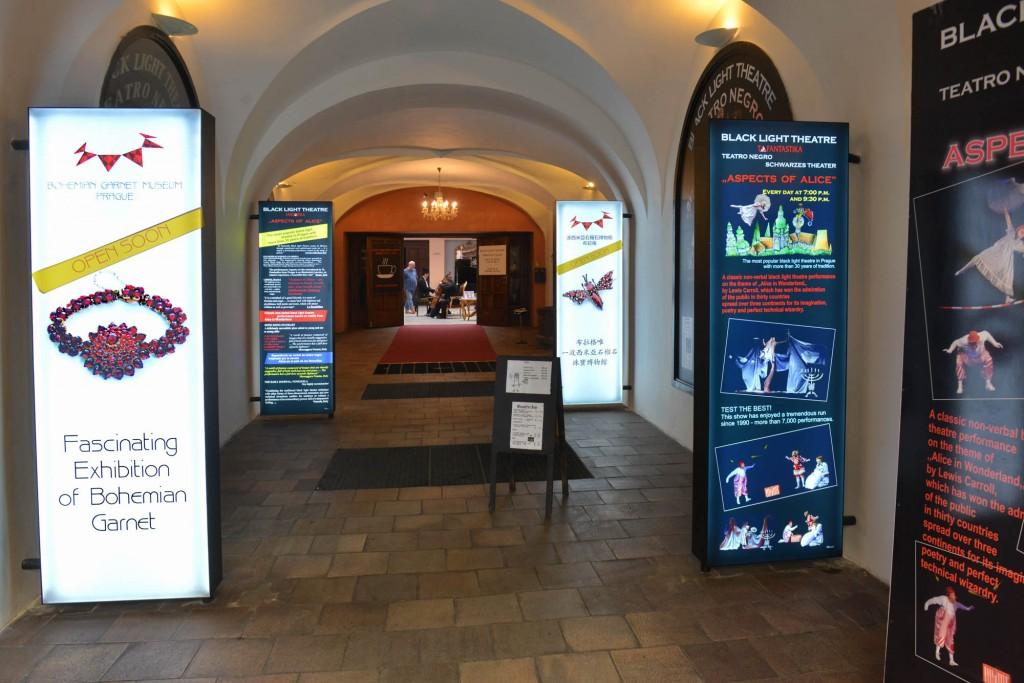 21-foyer-theatre_